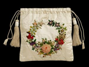 V&A-embroidered-reticule